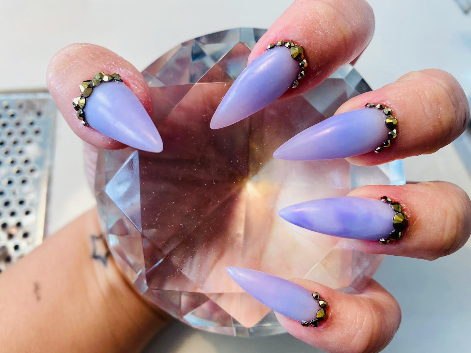 pointed-nail-extension-with-marble-design-101020-3
